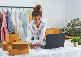 https: //www.freepik.com/free-photo/business-woman-is-working-online-traing-reply-customer-home-office-packaging-wall_7957185.htm#query=fashion%20sell&position=16